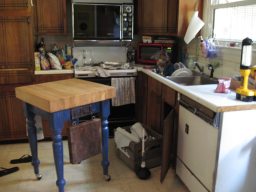 Worst kitchens in america photo 1 pictures cbs news for Kitchen cabinets usa