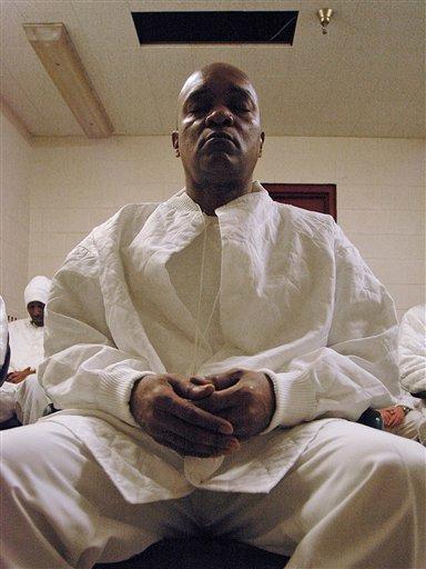 Meditation Class Helps Lower Violence At Al Prison Cbs News