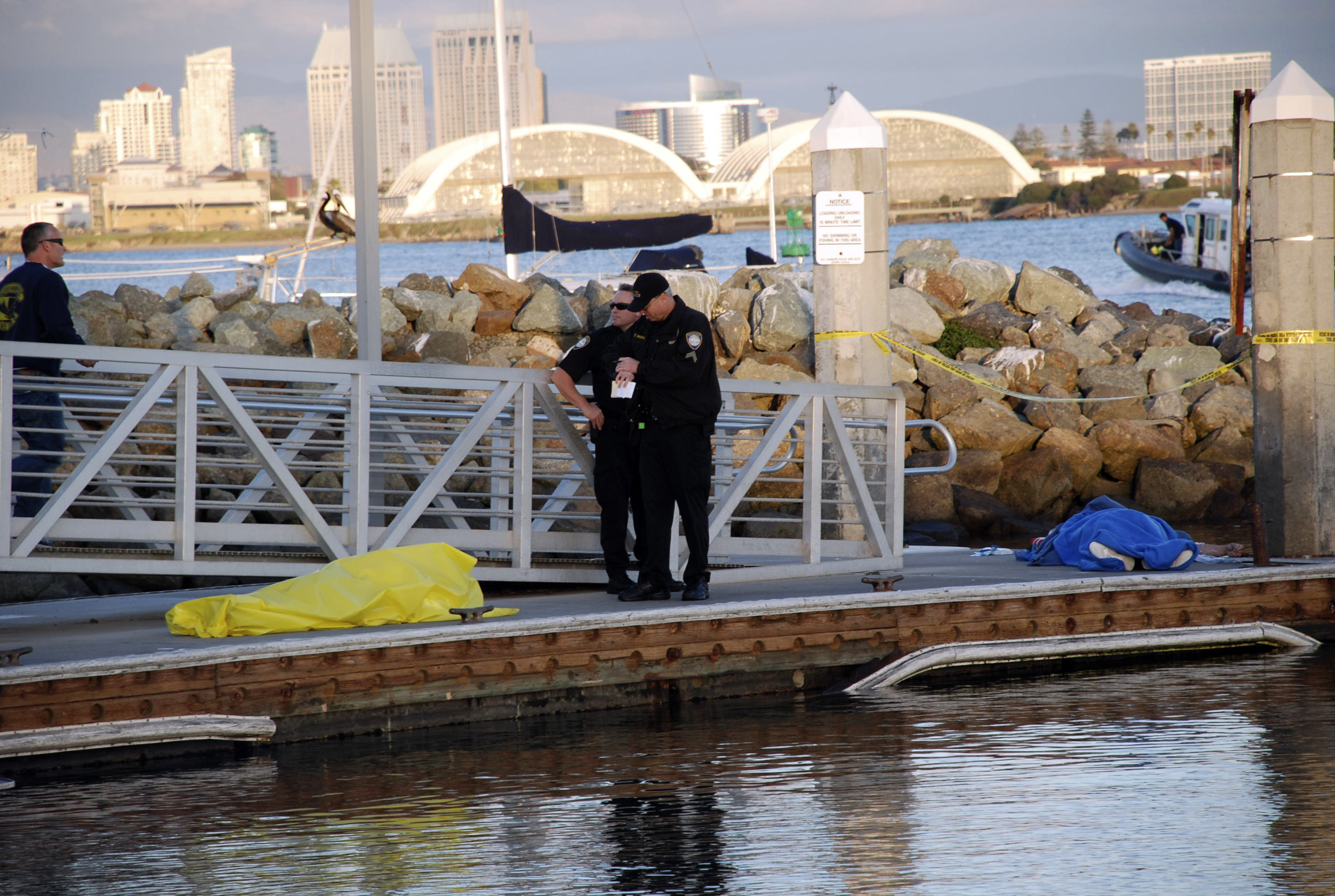Boat Capsizes Off San Diego 2 Dead 8 Injured Cbs News