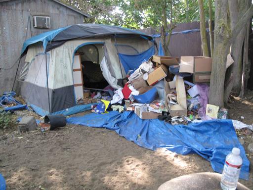 Inside Jaycee Dugard S Terror Tent Photo 1 Pictures