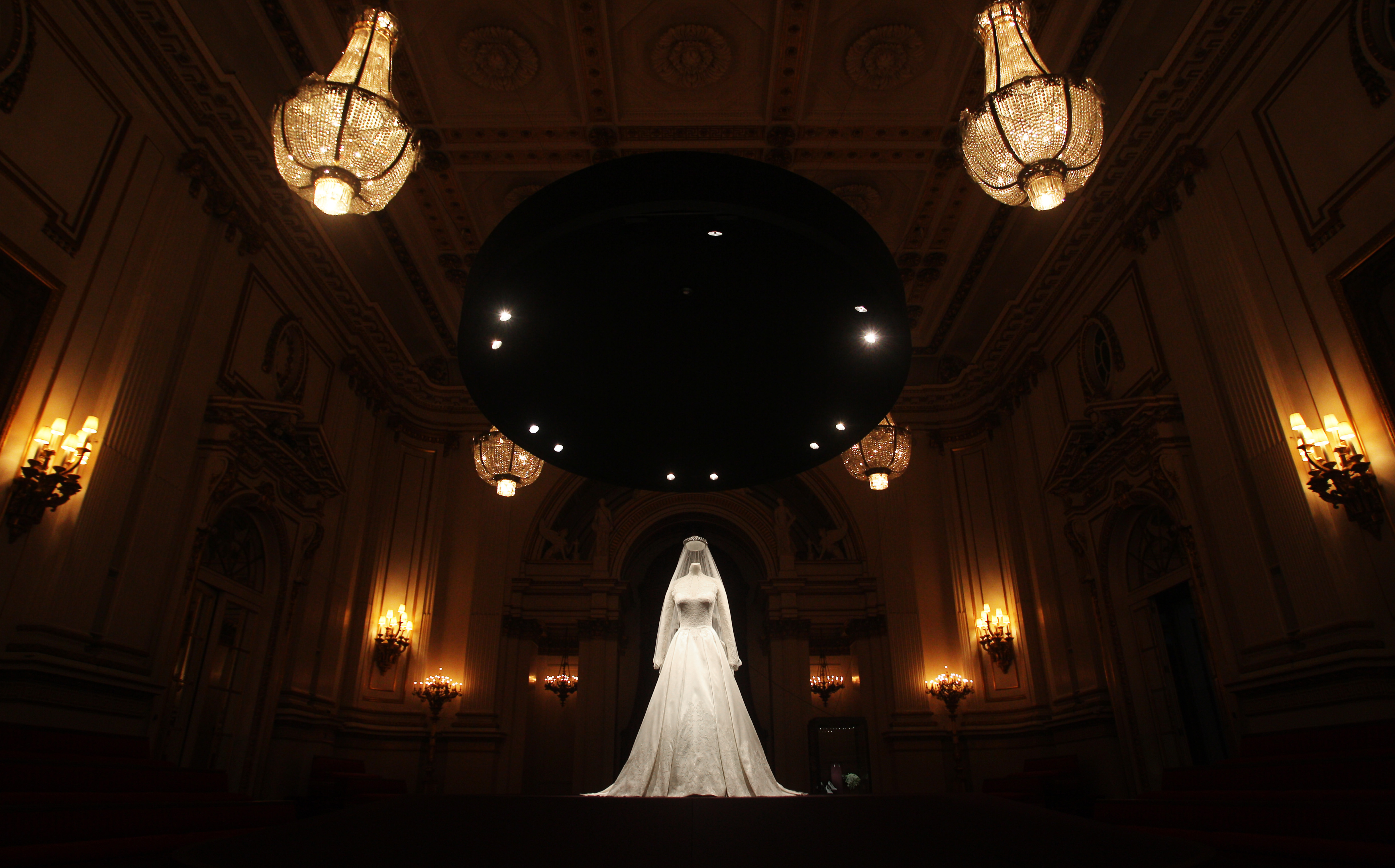 Kate Middleton Wedding Dress Up Close Photo 2 Pictures Cbs News