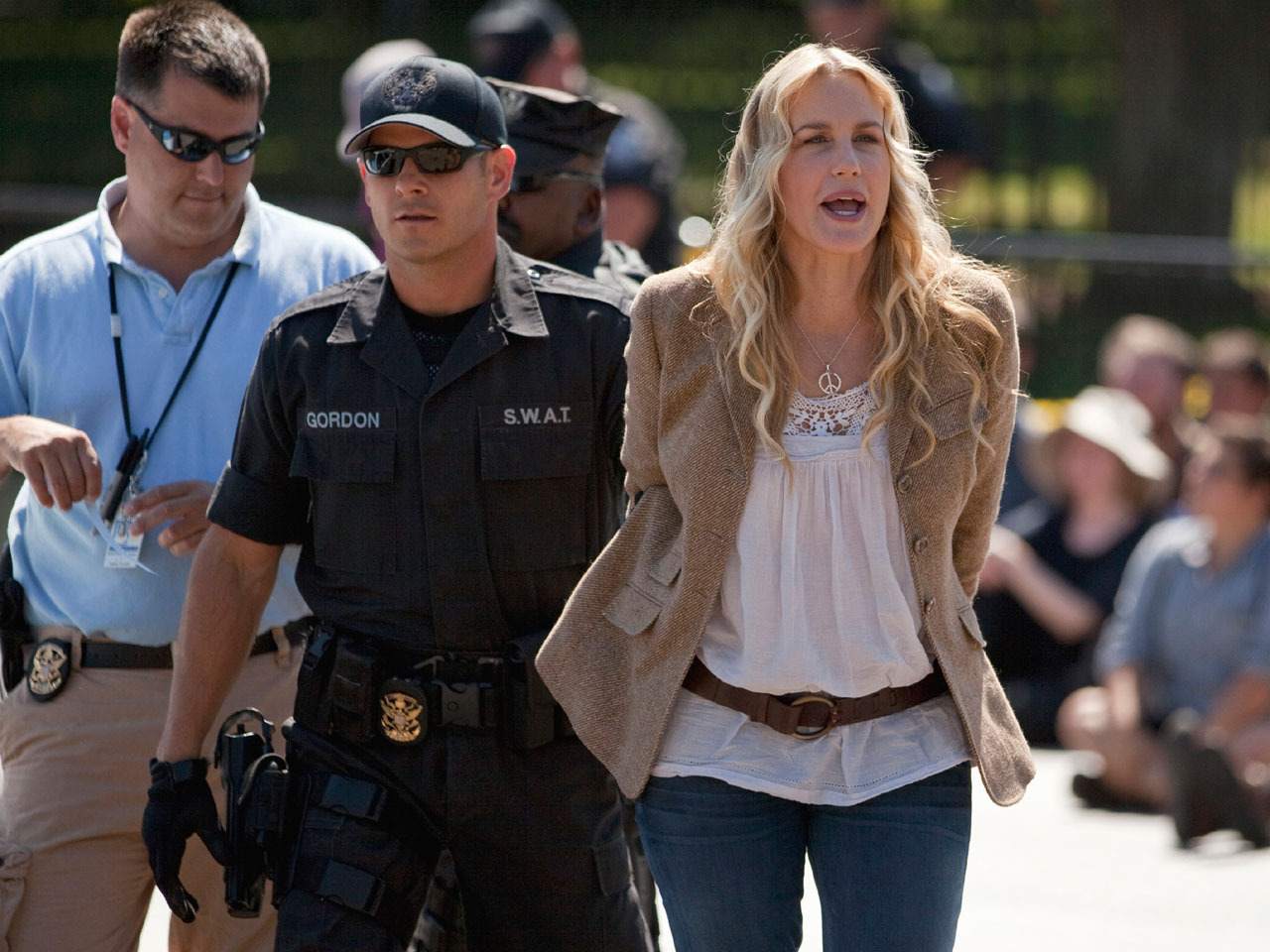 Daryl Hannah arrested in front of White House Daryl Hannah arrested in front of White House new foto