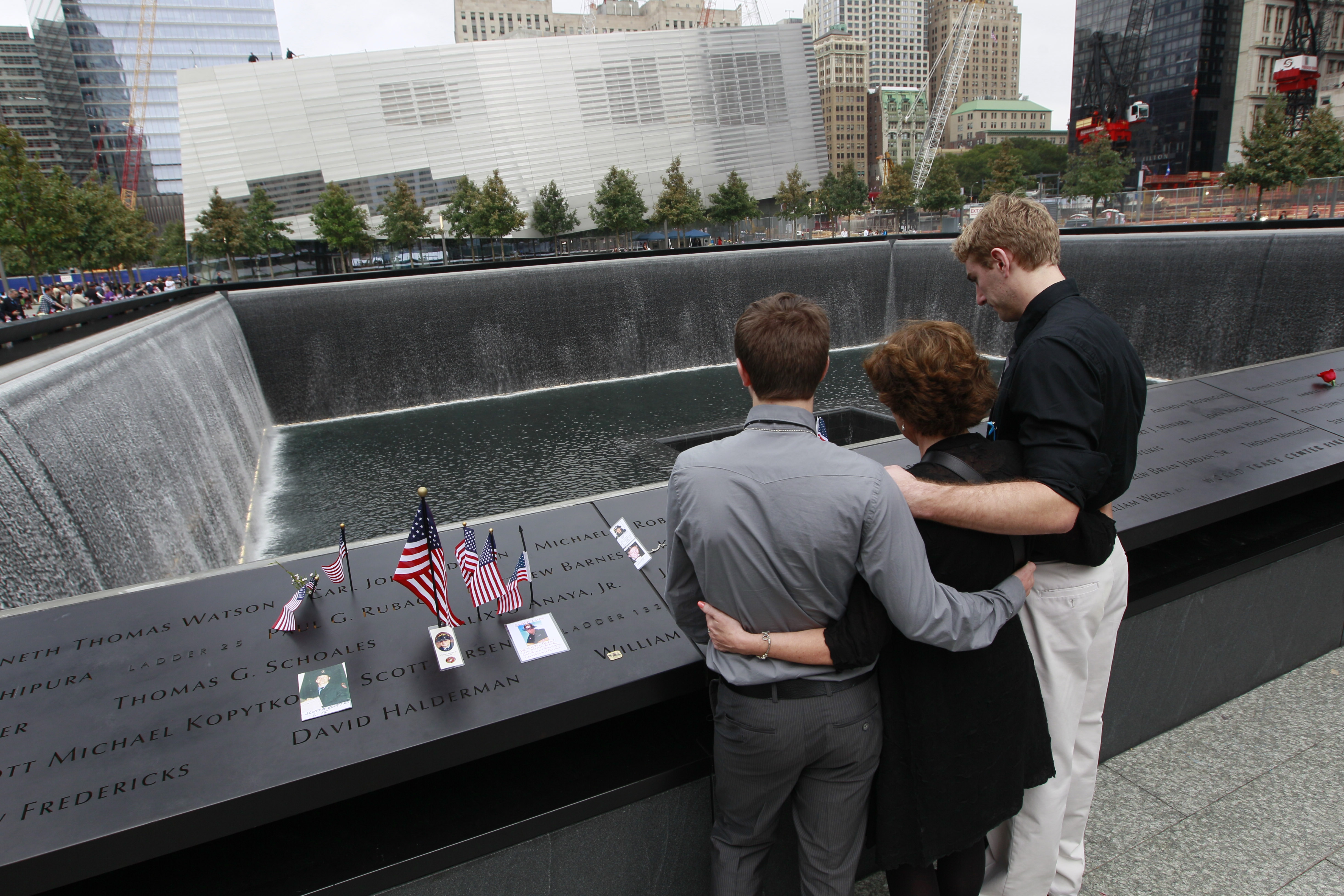 Report gun toting woman cuffed at 9 11 memorial cbs news for Pool trade show new york