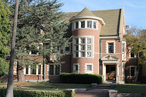 American horror story home listed on airbnb cbs news for Murder house for sale american horror story