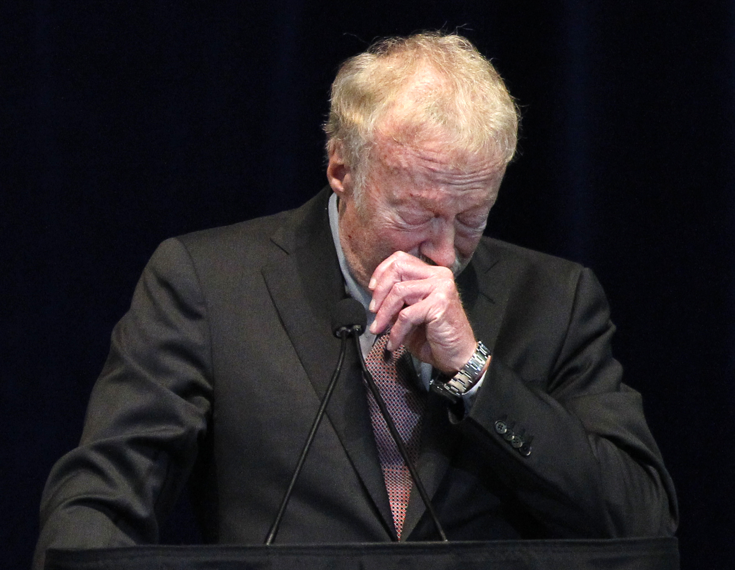 nike founder defends paterno response to scandal cbs news