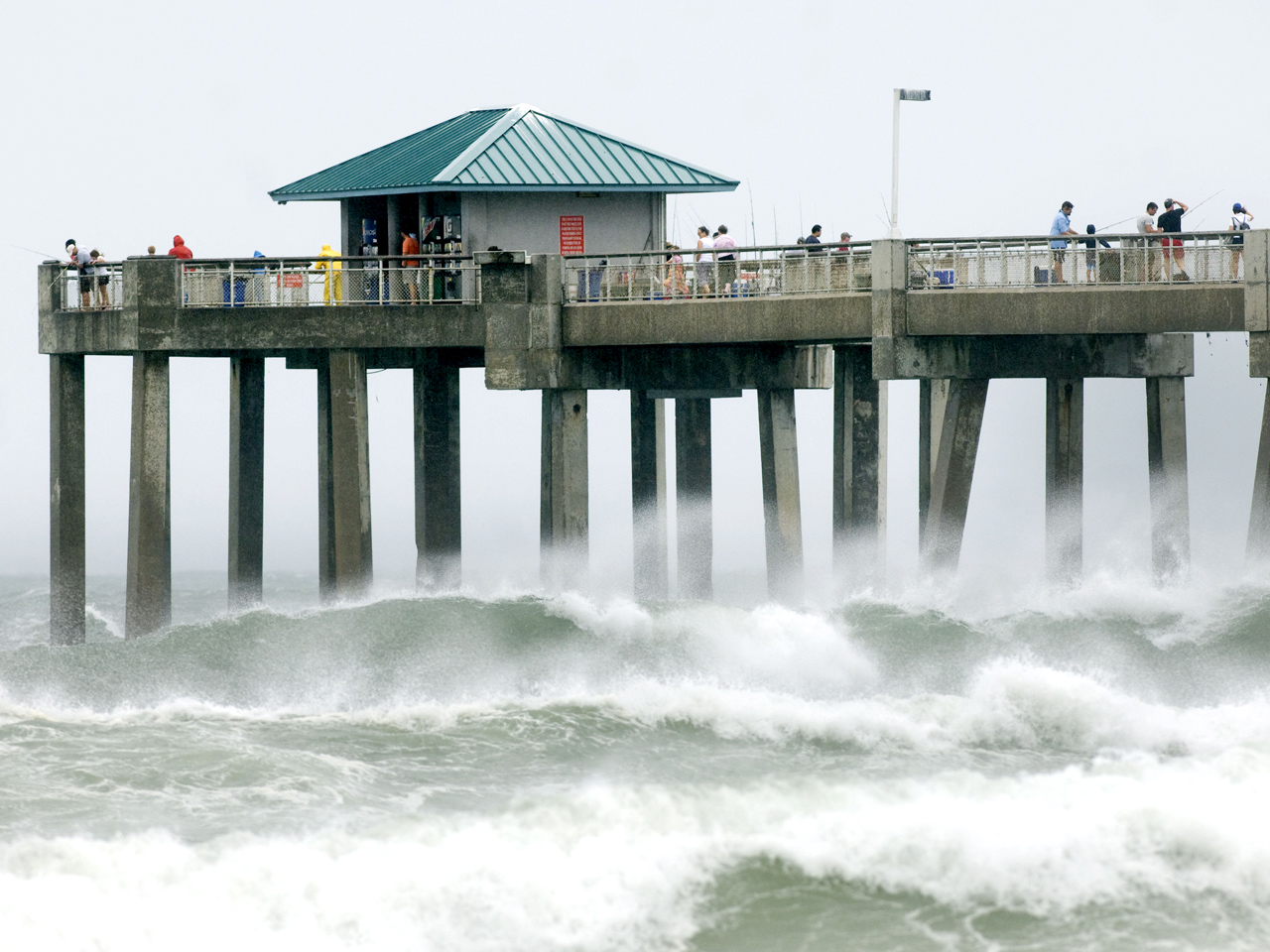 Tropical storm warnings for debby revised cbs news for Fort walton beach fishing