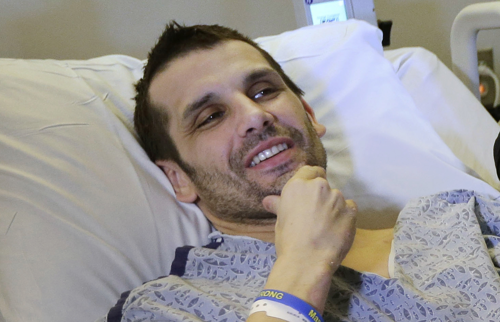 Wounded vets meet Boston Marathon bombing victims - CBS News
