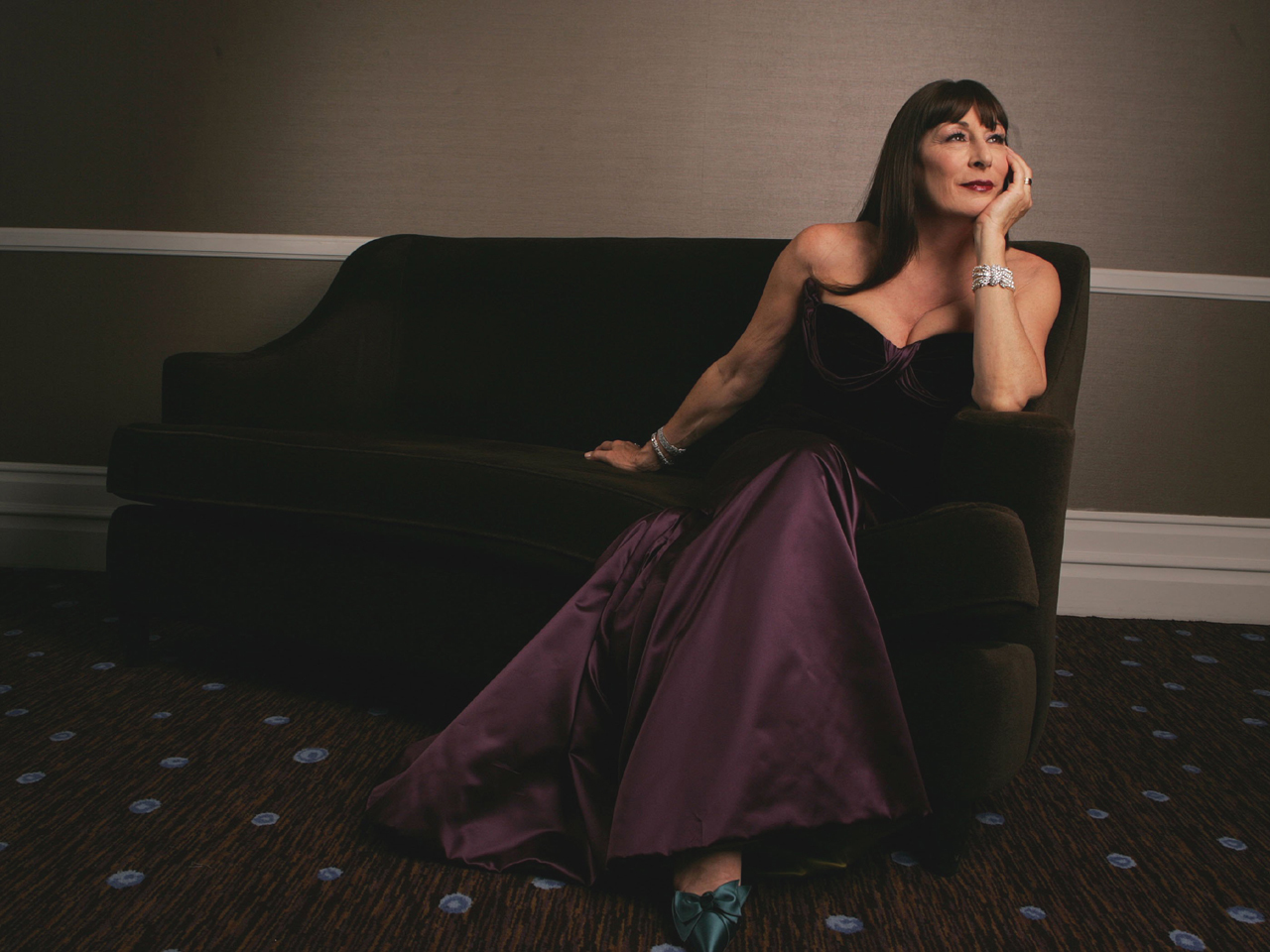 Anjelica Huston further Sylvester Stallone Responds Oscar Loss Best Supporting Actor Upset Reaction 2016 Academy Awards Creed Rocky Snub as well Anne Buydens Douglas Kirk Douglass Wife furthermore Penelope Cruz Reveals Never Seen Before Pics 196124 in addition 9957561. on oscar academy award 2016