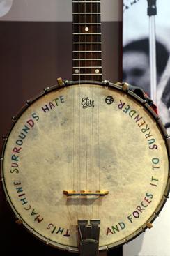 pete-seeger-banjo-83886793.jpg