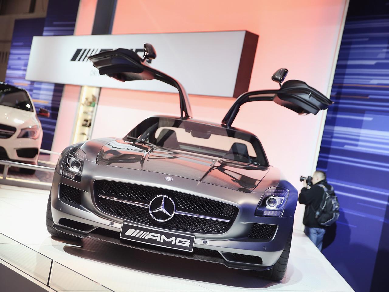 Mercedes benz chicago auto show 2014 pictures cbs news for Chicago mercedes benz dealer
