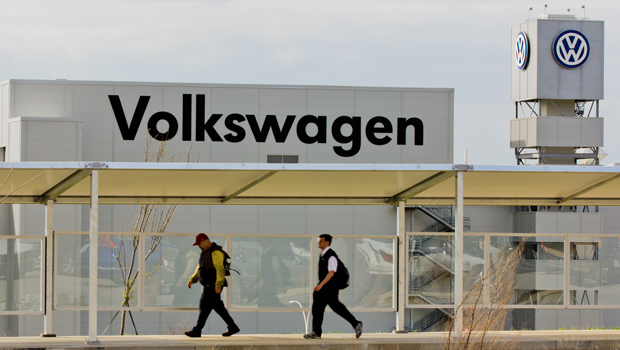 Volkswagen factory workers in Tennessee vote down union - CBS News