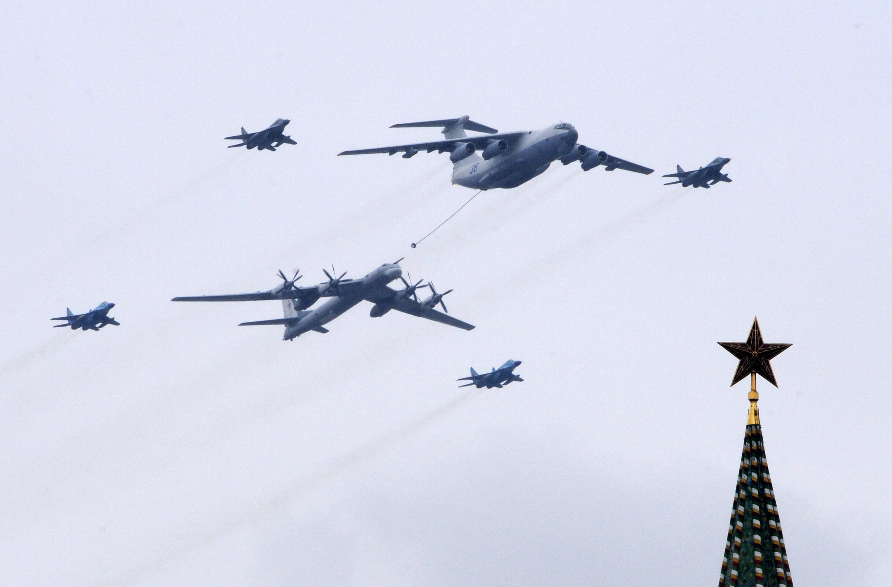 us fighter jets intercept 2 russian bombers off alaskas