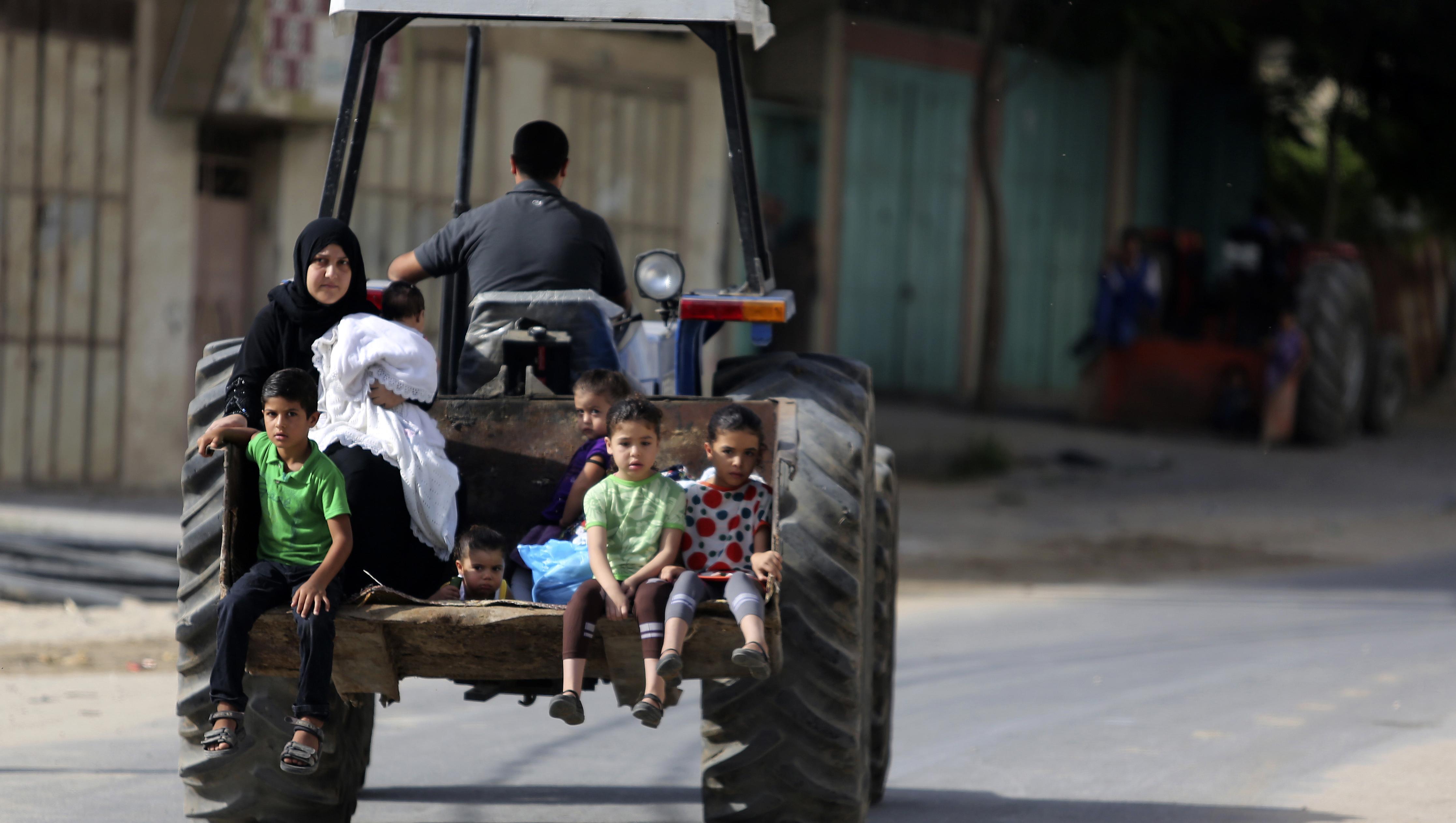 Thousands of Palestinians flee northern Gaza Strip - CBS News