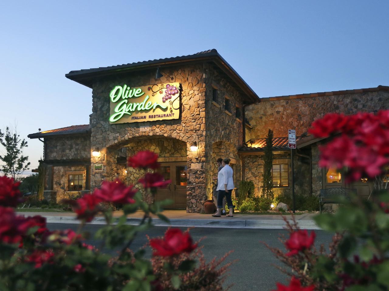Olive Garden Investor Steamed Over Breadsticks Cbs News