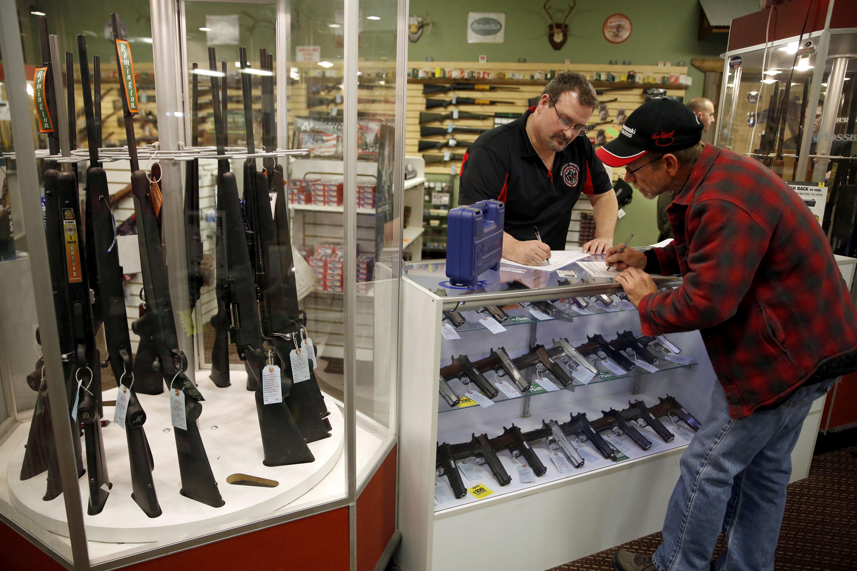 Fbi 512 Gun Sales A Day Slipped Through Checks Last Year
