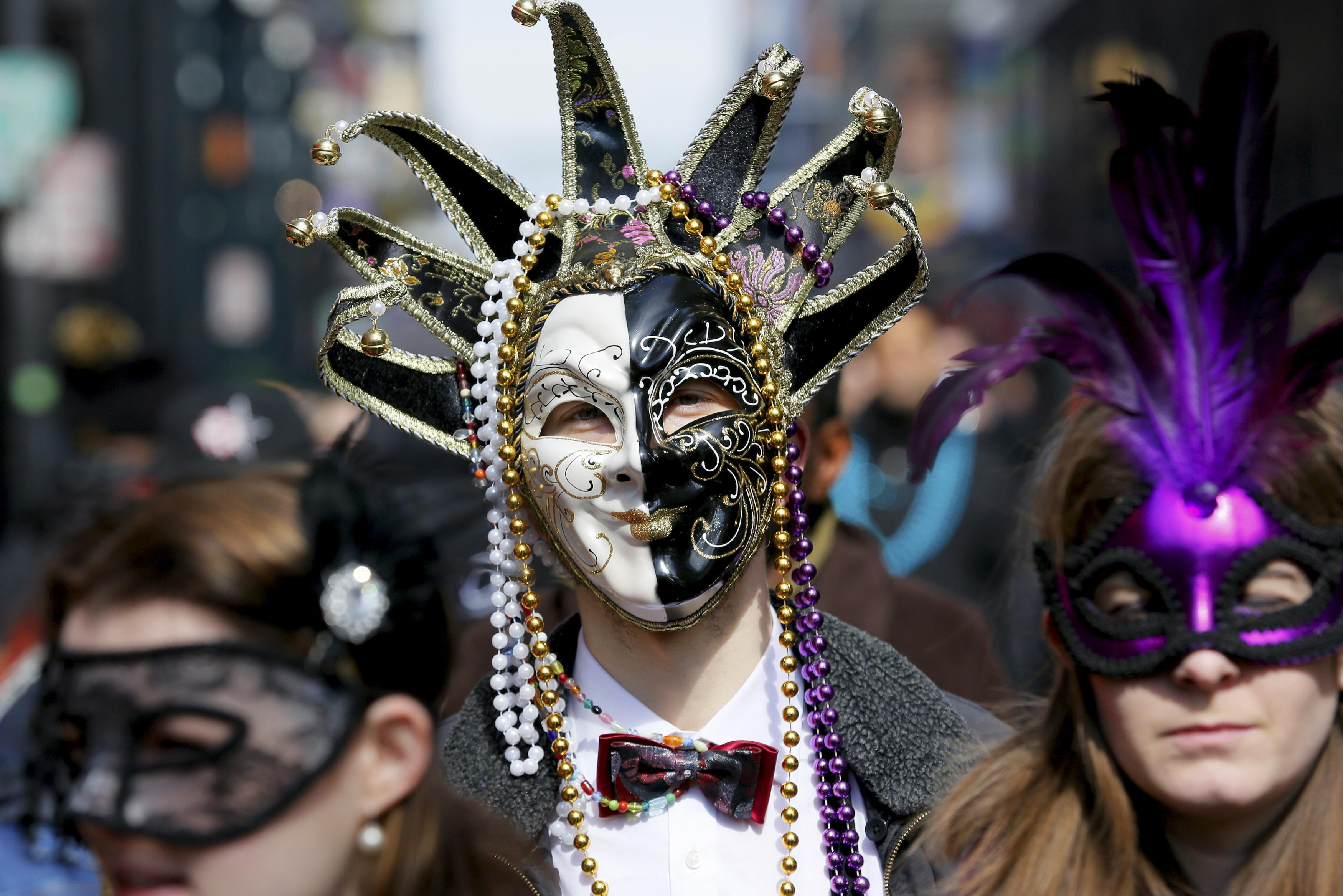 in new orleans reality sets in mardi gras over cbs news. Black Bedroom Furniture Sets. Home Design Ideas