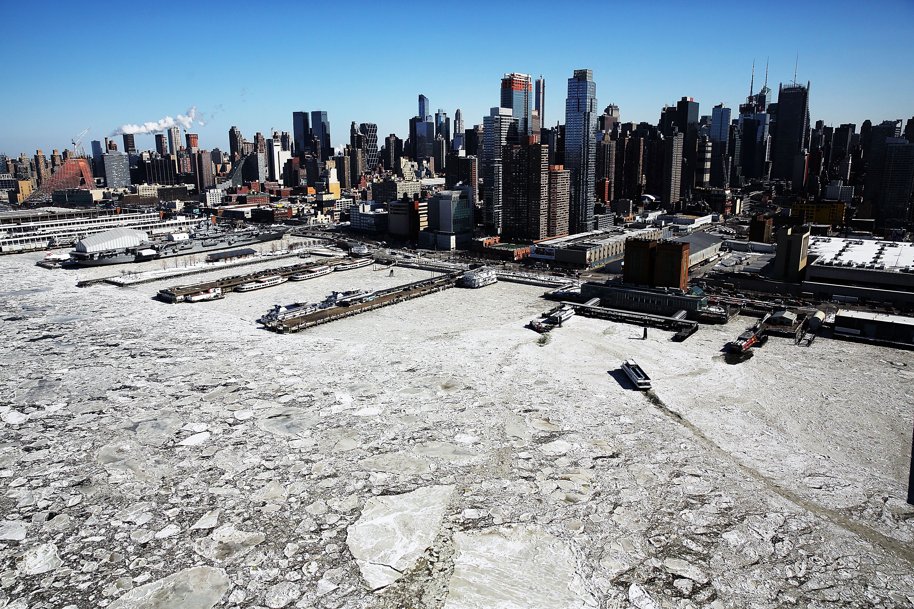 hudson river ferry and ice arctic new york from the air pictures cbs news. Black Bedroom Furniture Sets. Home Design Ideas