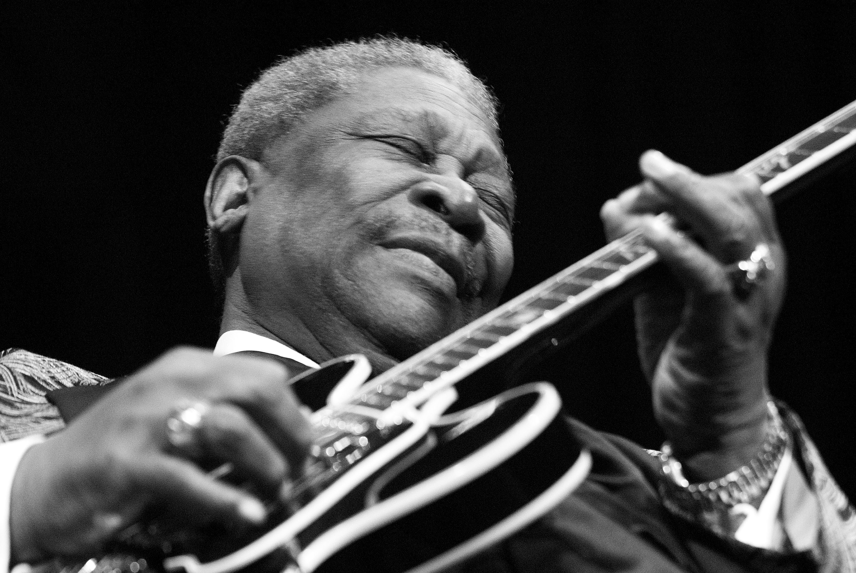 blues legend b b king 39 king of blues 39 the legendary b b king brought blues to the. Black Bedroom Furniture Sets. Home Design Ideas