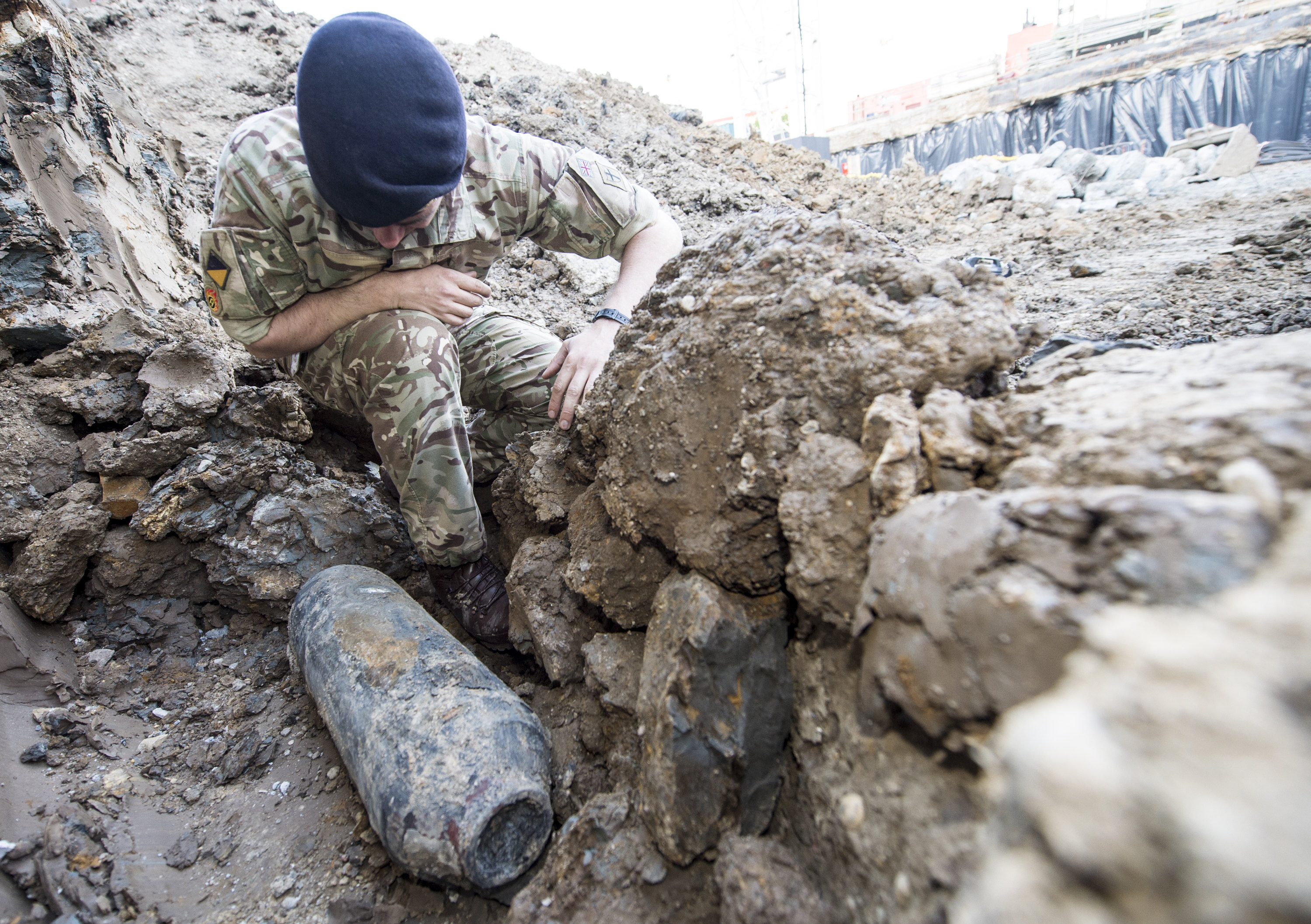 Wwii Bomb Unearthed In London Forces Evacuations