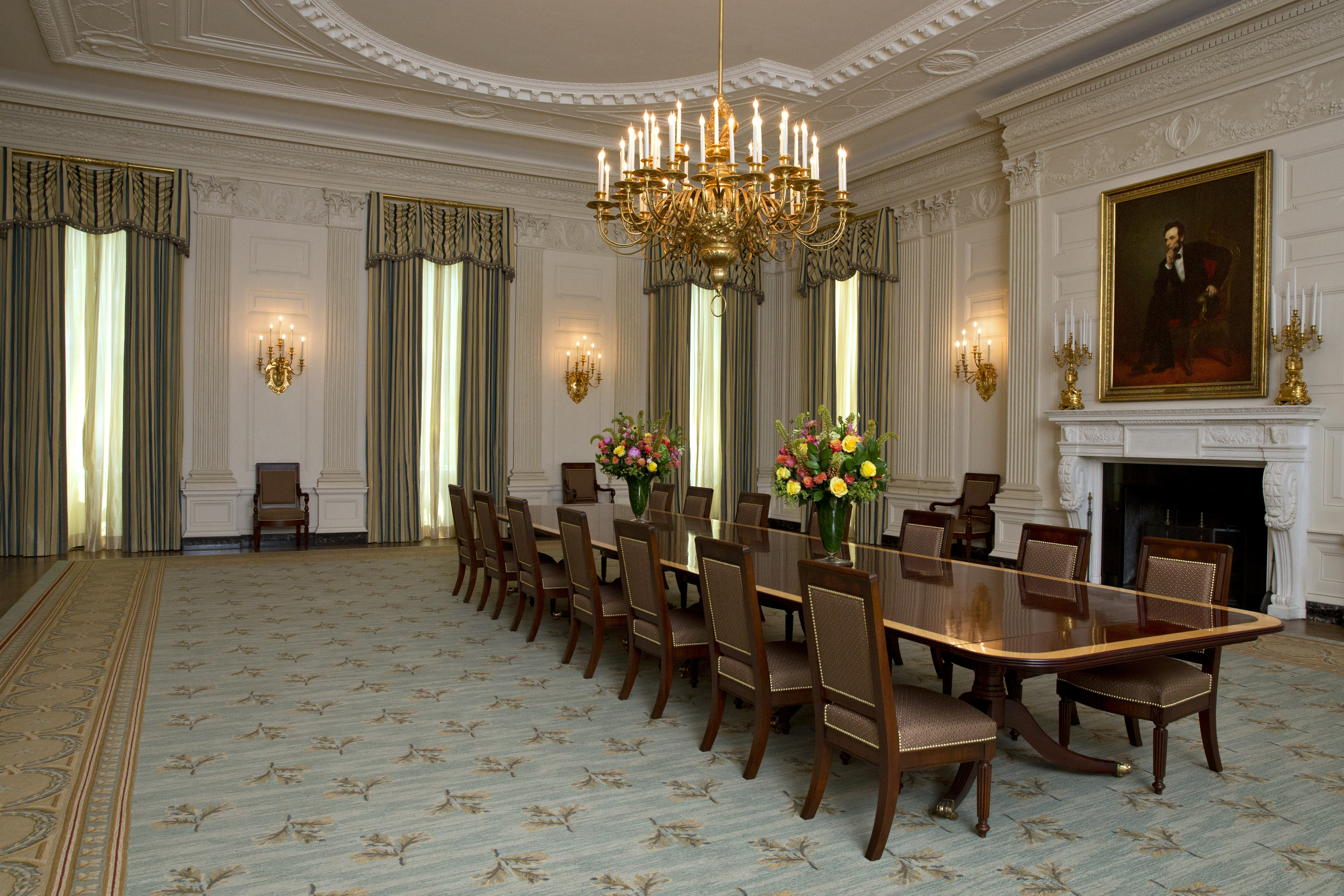 White house dining room gets a slight makeover cbs news for Dining room c house of commons