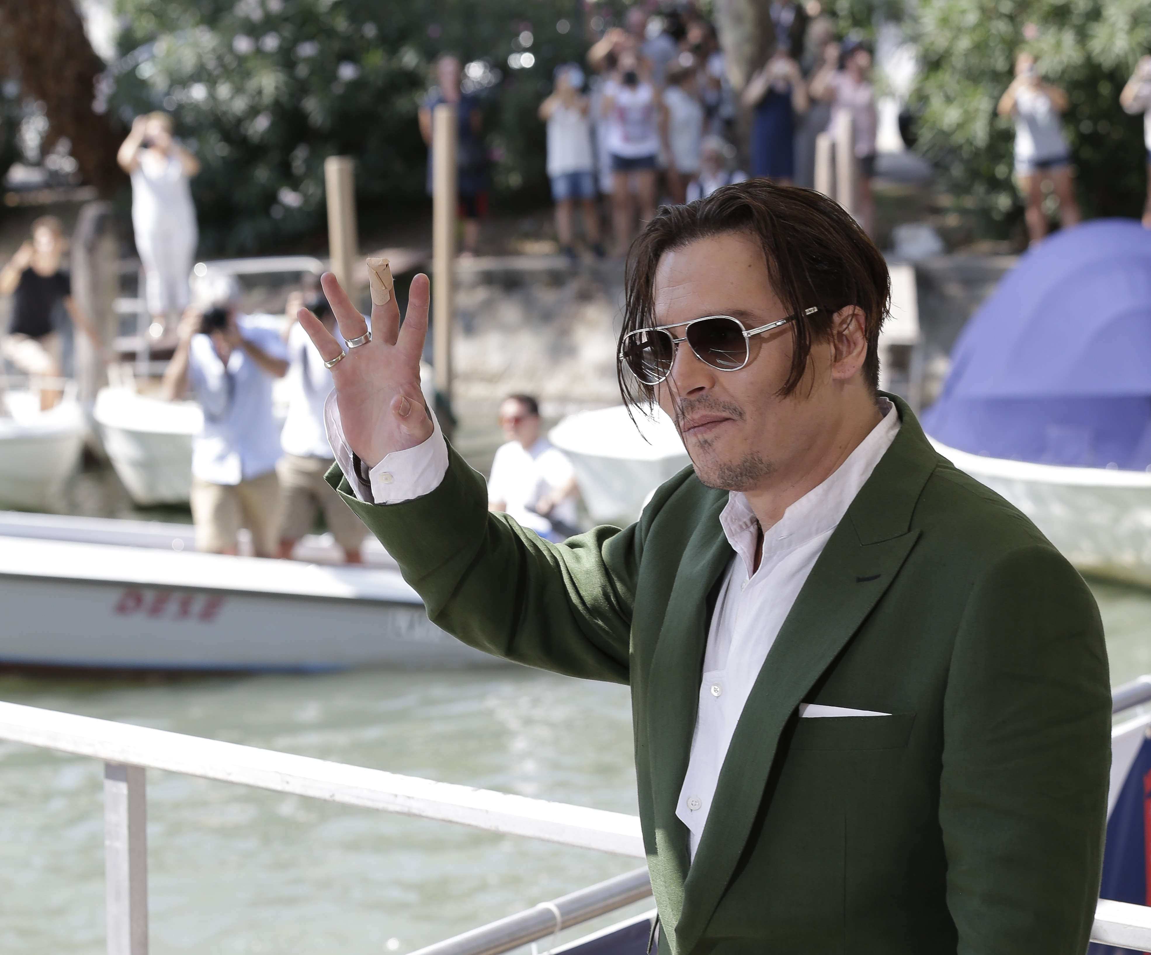 Johnny Depp - Johnny Depp - Pictures - CBS News