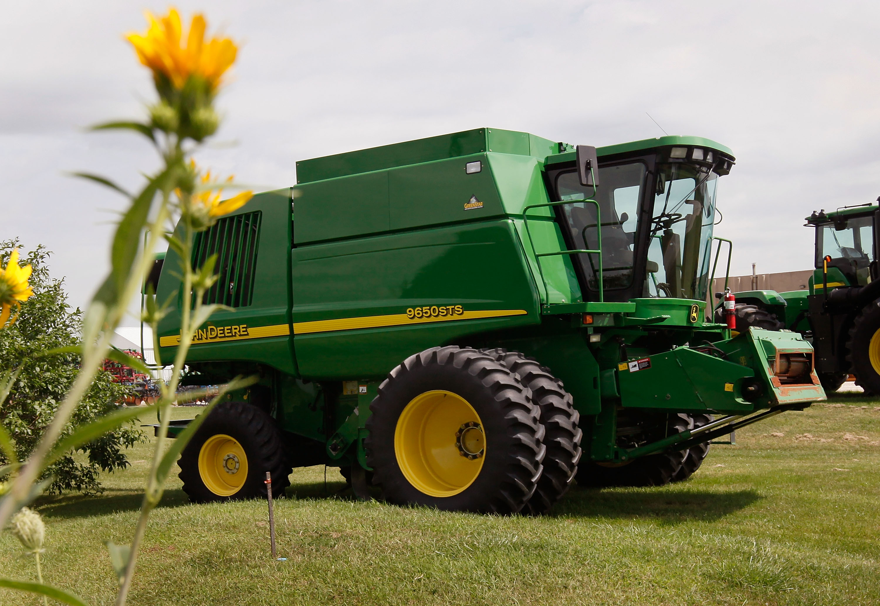 John Deere 60 Hubs : Deere s profit tops analysts expectations cbs news