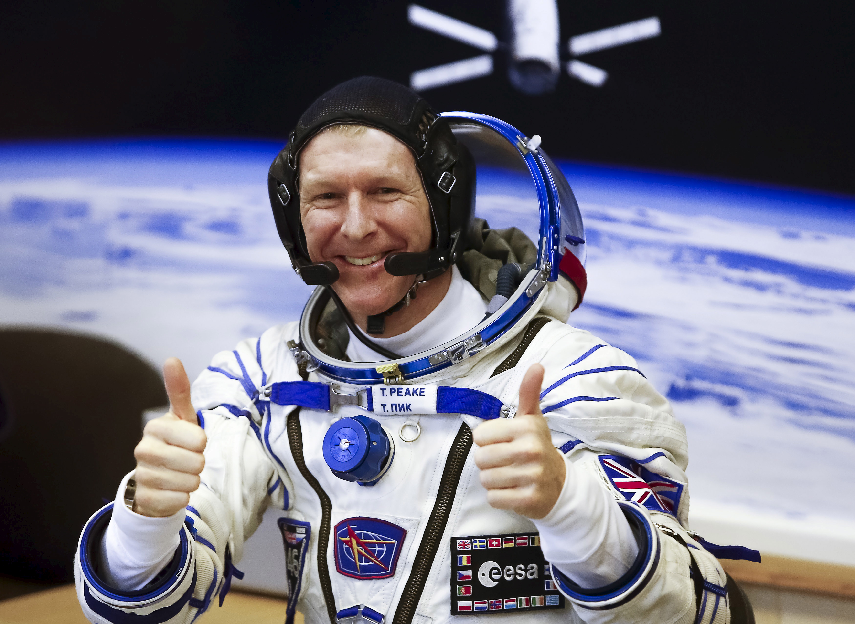 space astronauts thumbs up - photo #27
