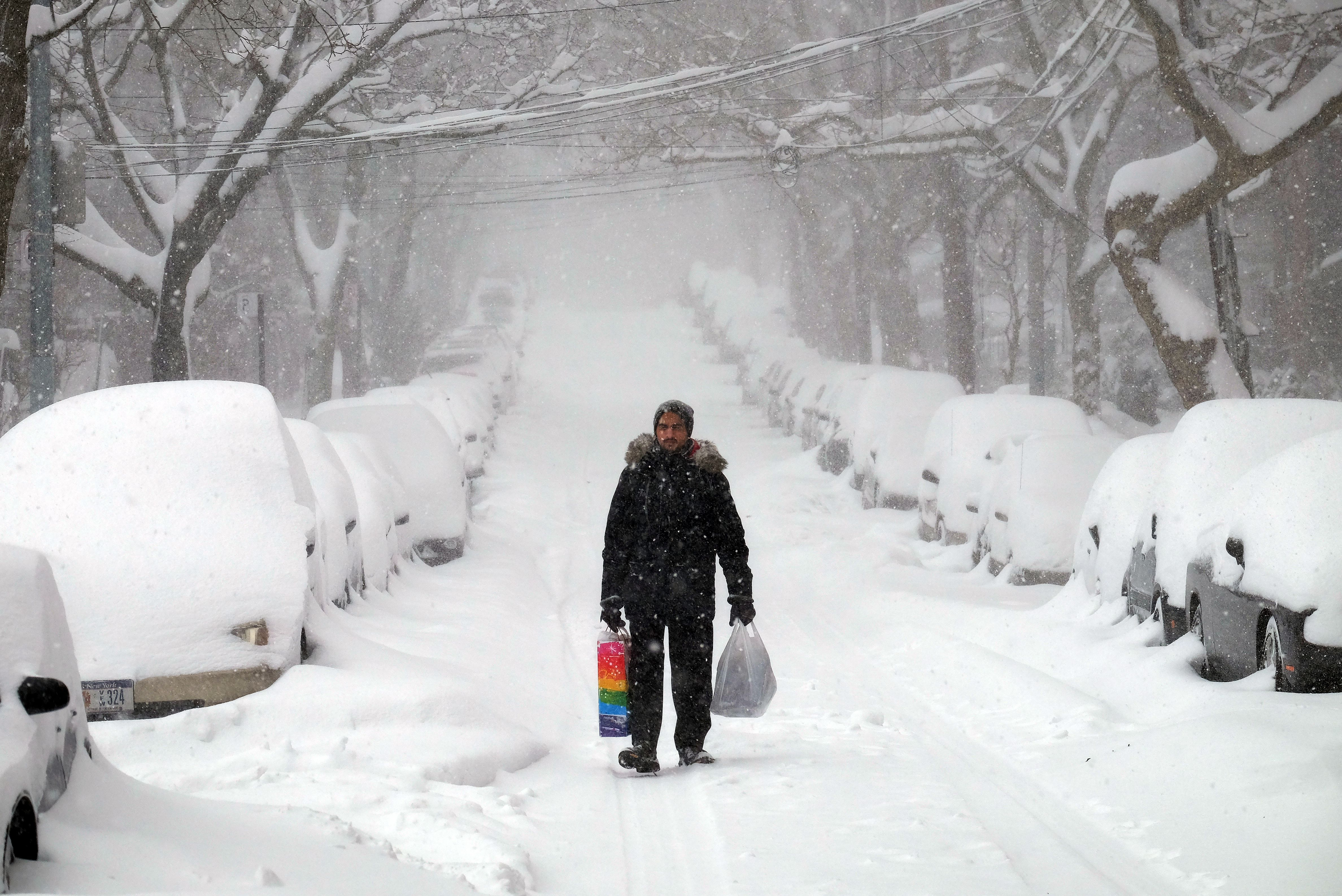 East Coast blizzard makes top 5 worst Northeast snowstorms ...
