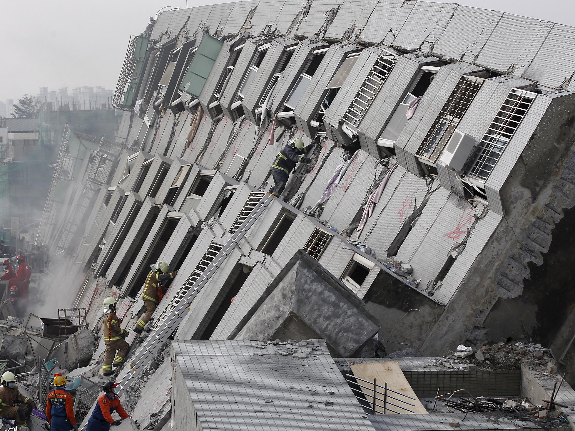 Taiwan Quake Deadly Quake Strikes Taiwan Pictures
