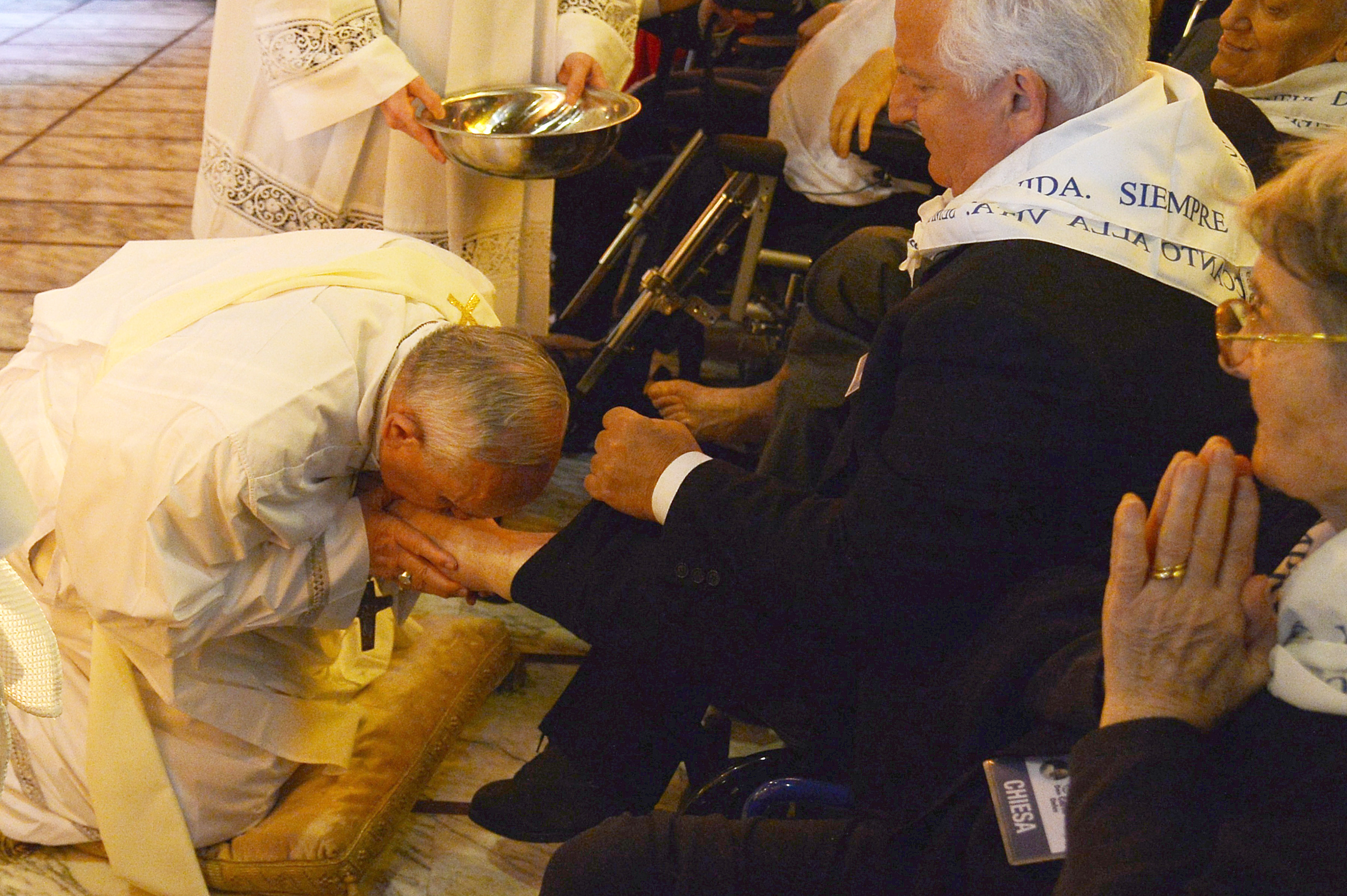 castelnuovo di porto single muslim girls Pope francis washes and kisses feet of muslim  he performed the christian tradition at a shelter in castelnuovo di porto,  the feet of eight men and four women.