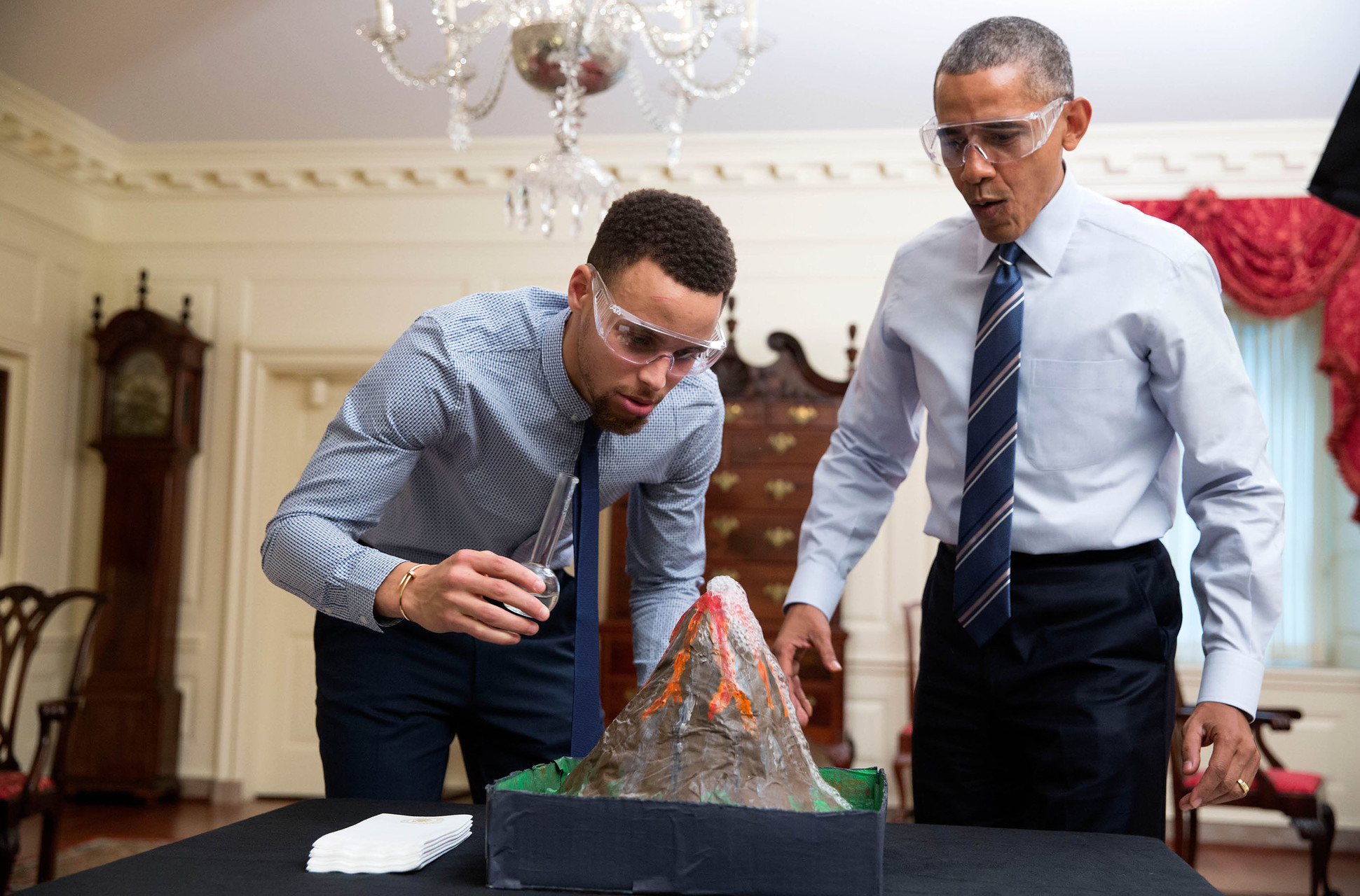 Obama Basketball Star Stephen Curry Team Up On Mentorship