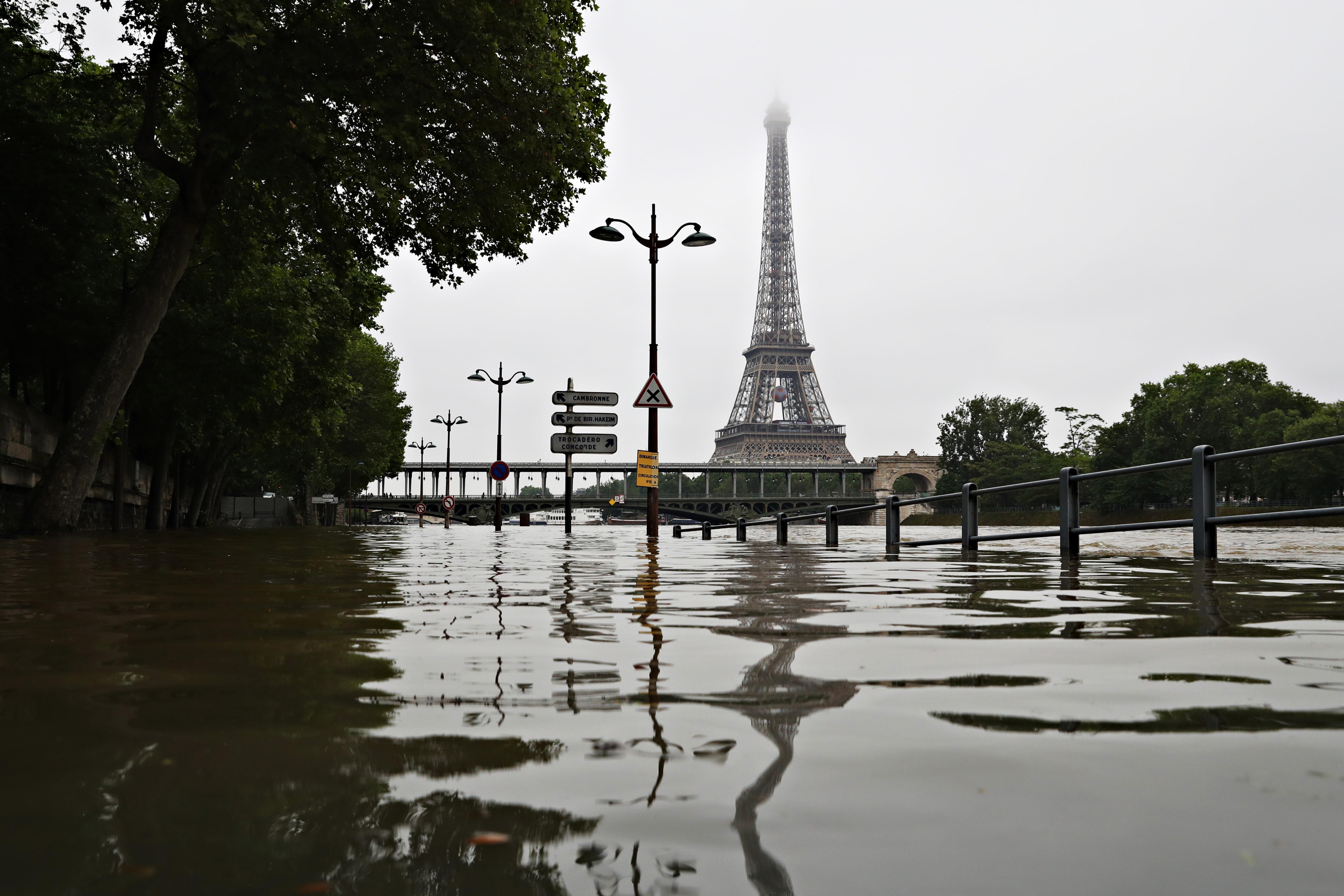 paris seine floods france flood
