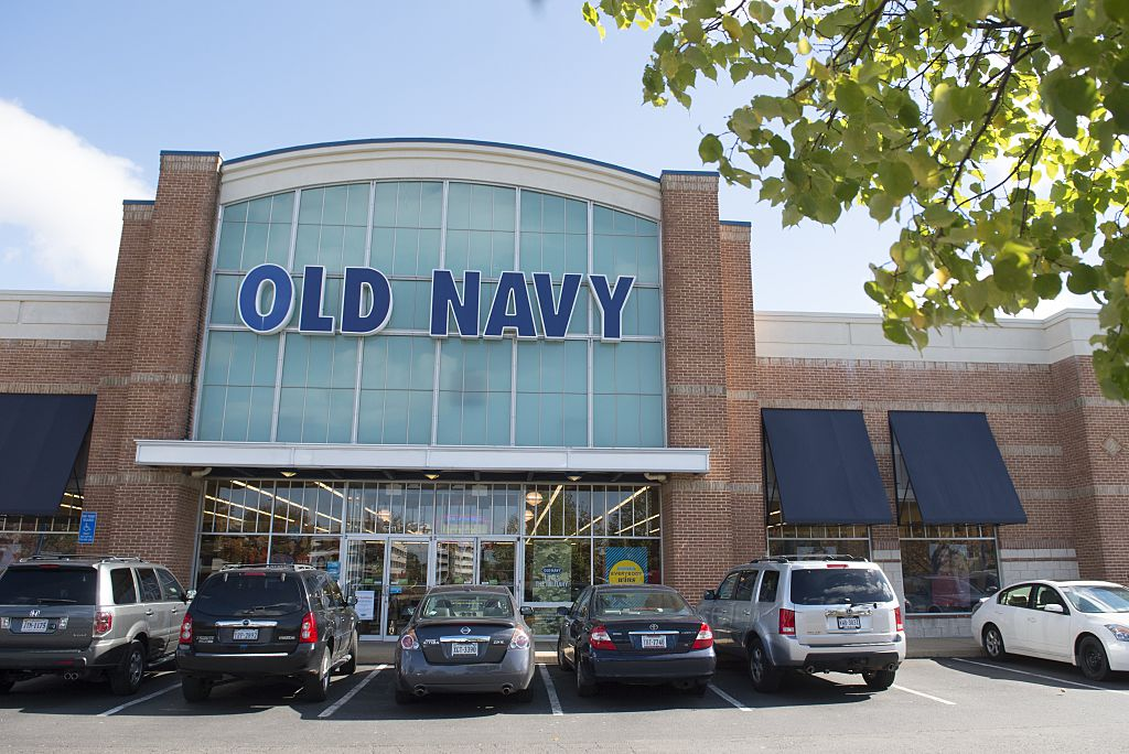 Old Navy store hours during the weekend are generally an hour longer on Saturday and 3 hours shorter on Sunday compared to the weekday hours of operation. Typically on Saturday, Old Navy opens at 9 AM and will close at 10 PM. Also on Sunday, Old Navy closes earlier usual (at 7 PM).