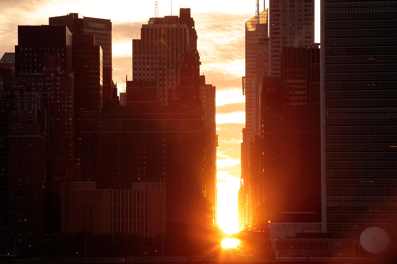 May Calendar New York City : Manhattanhenge pictures cbs news