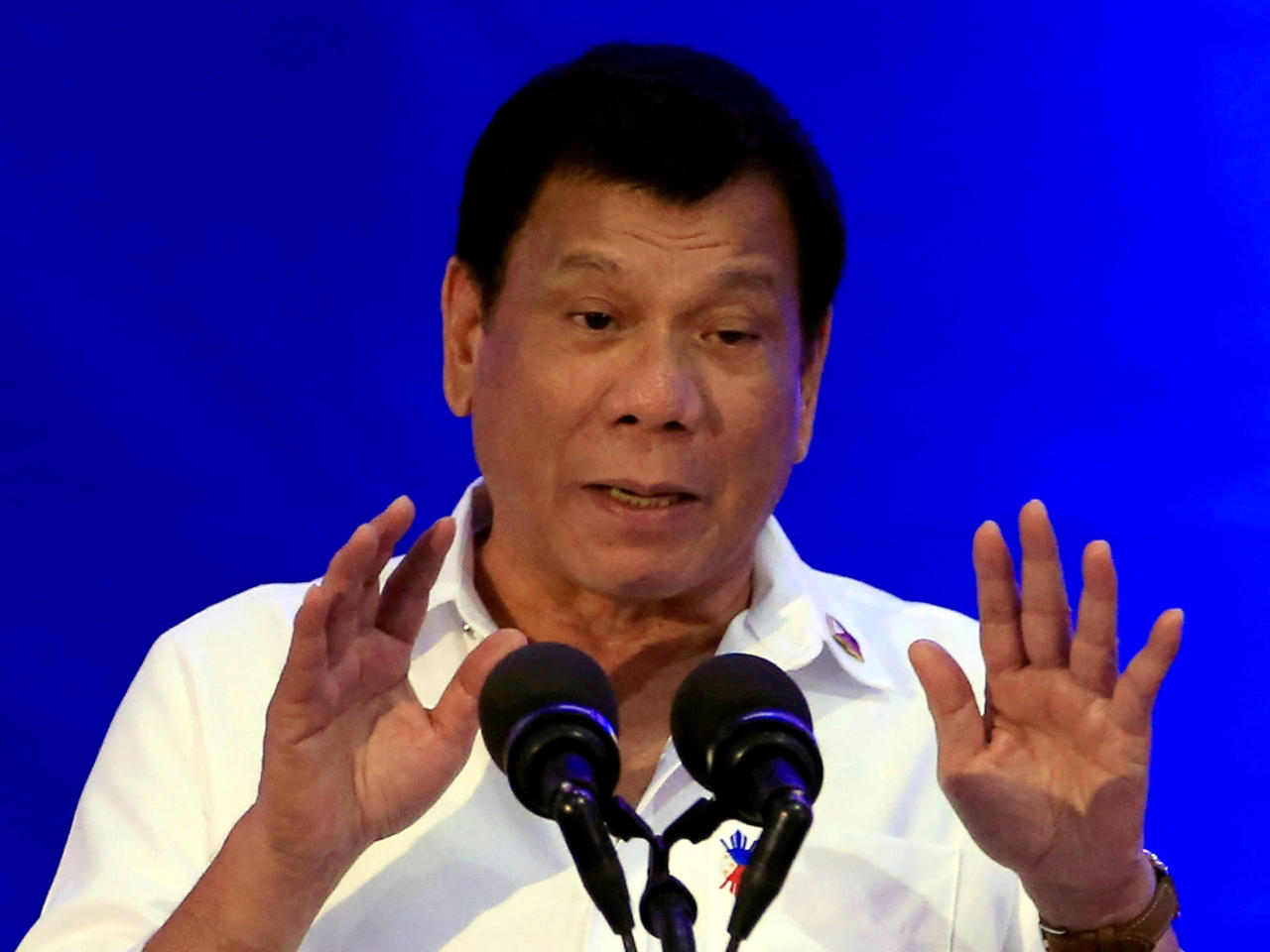 Philippines President Duterte sparks outrage with 'misogynist' kiss