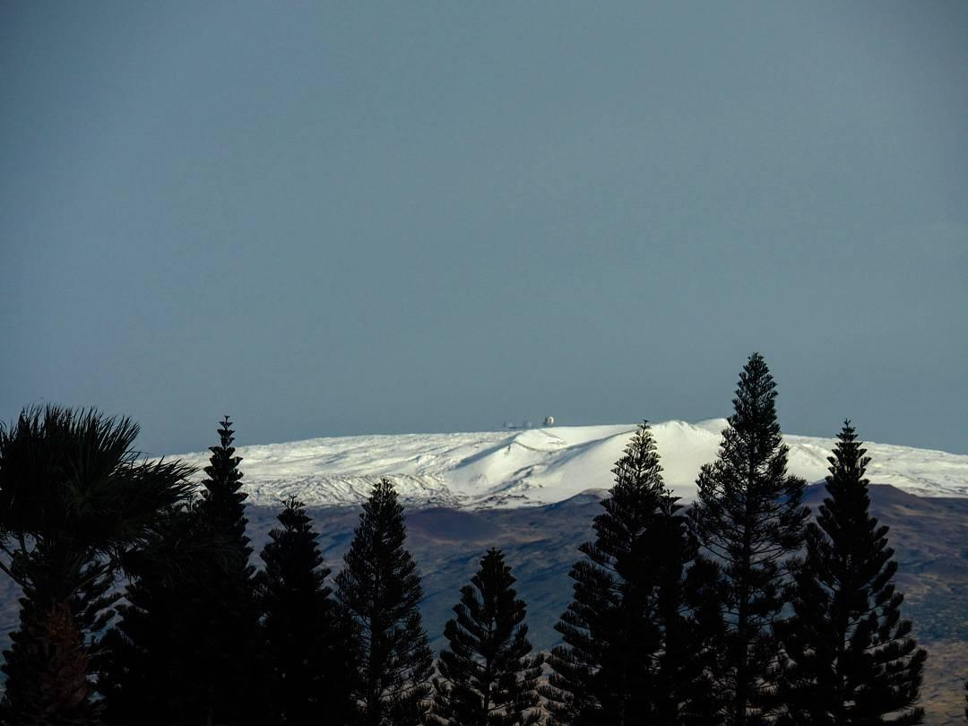 Hawaii's snow-covered volcanoes - Stunning snow-blanketed ...