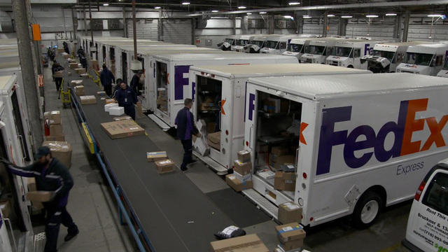 delivery companies scramble to fulfill last minute online holiday shopping cbs news. Black Bedroom Furniture Sets. Home Design Ideas