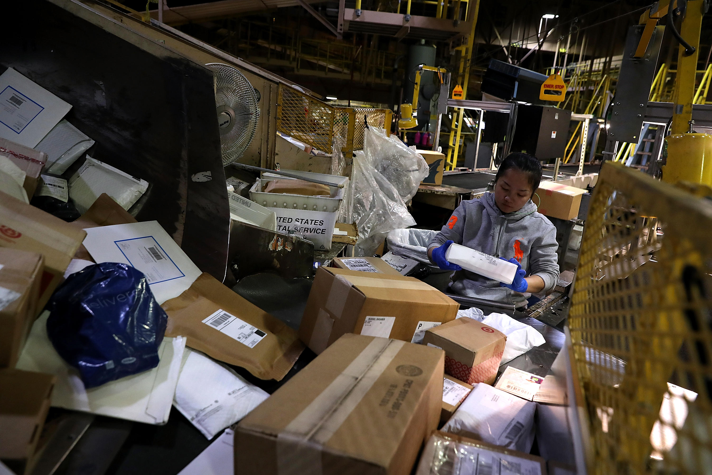 u s  postal service says it lost  200 million over holiday