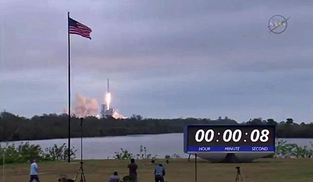 d3e6d2b8f040d SpaceX launches Falcon 9 from historic NASA pad (10.99 11)