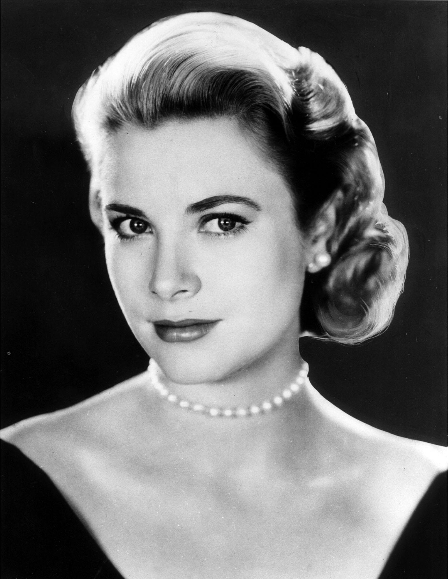 royalty grace kelly pictures cbs news. Black Bedroom Furniture Sets. Home Design Ideas