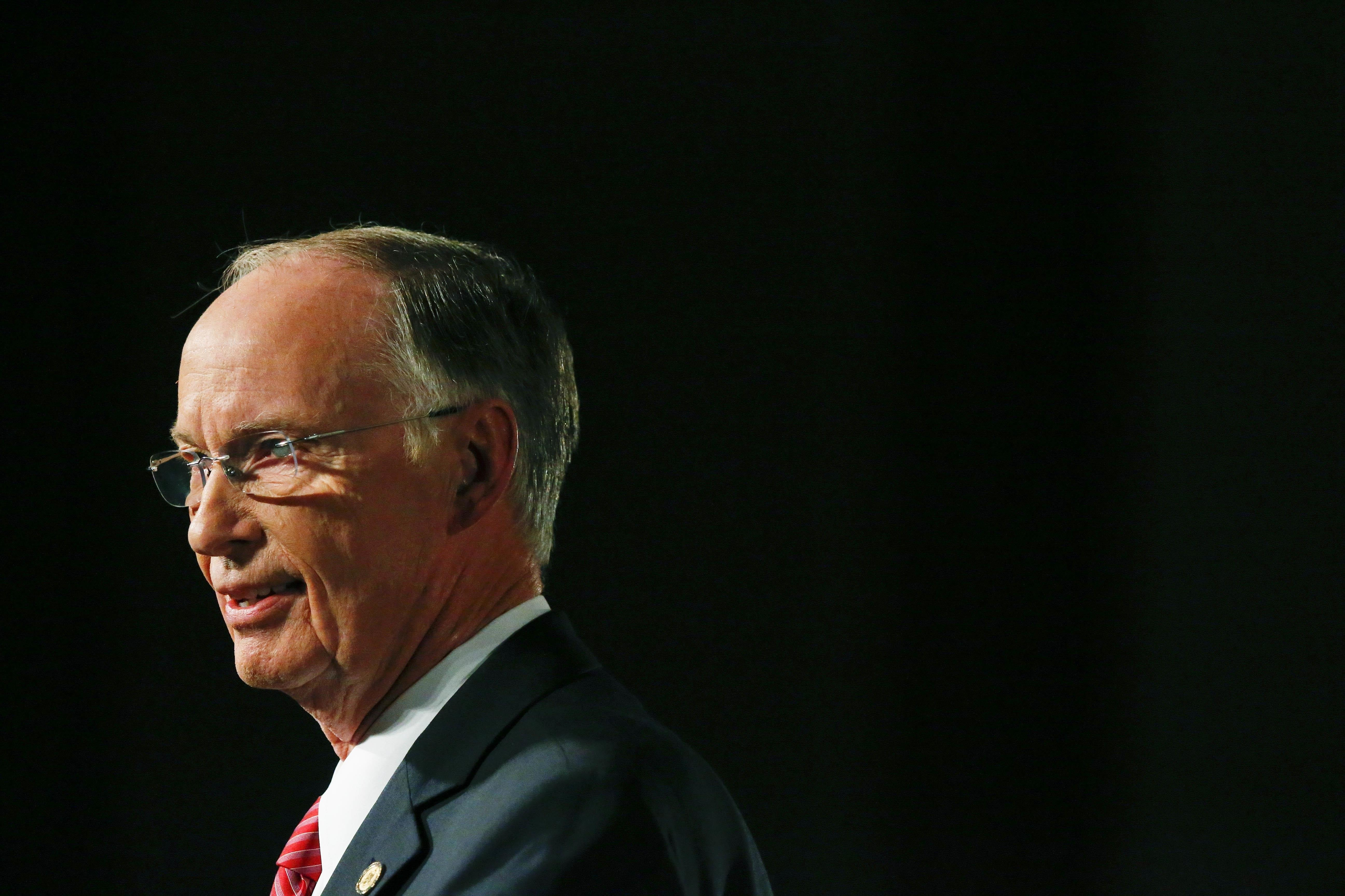 Alabama governor faces impeachment hearings after court ruling (4.20/12)