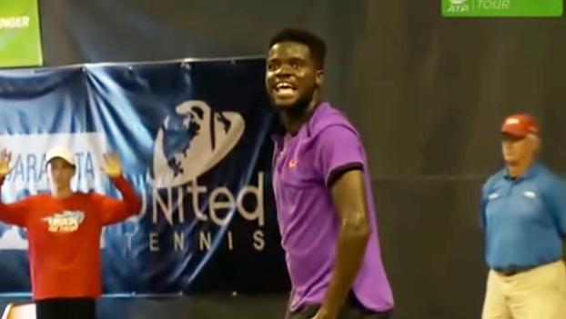 hilarious video loud sounds interrupt tennis match