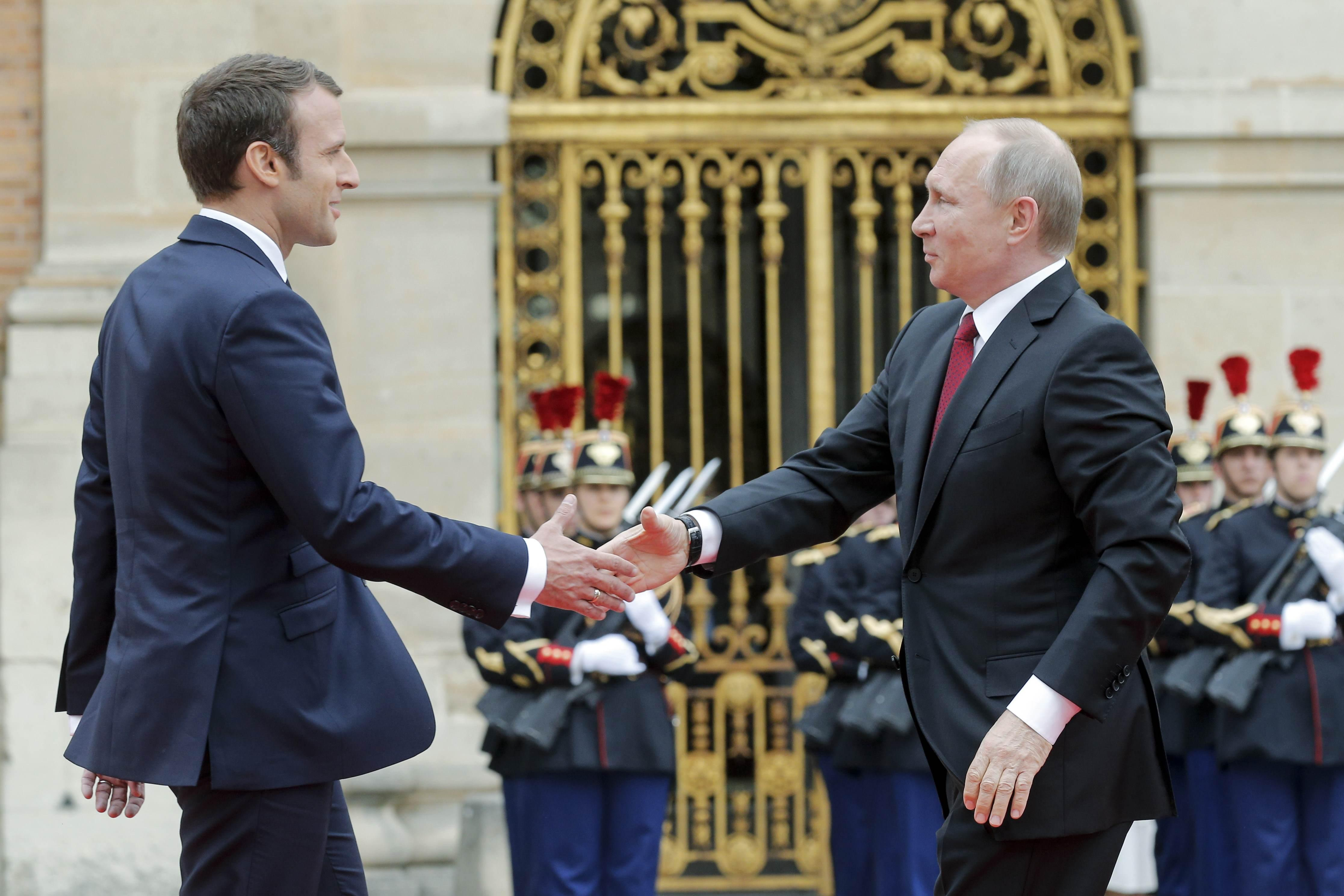 Putin visits France hoping to mend strained ties with West