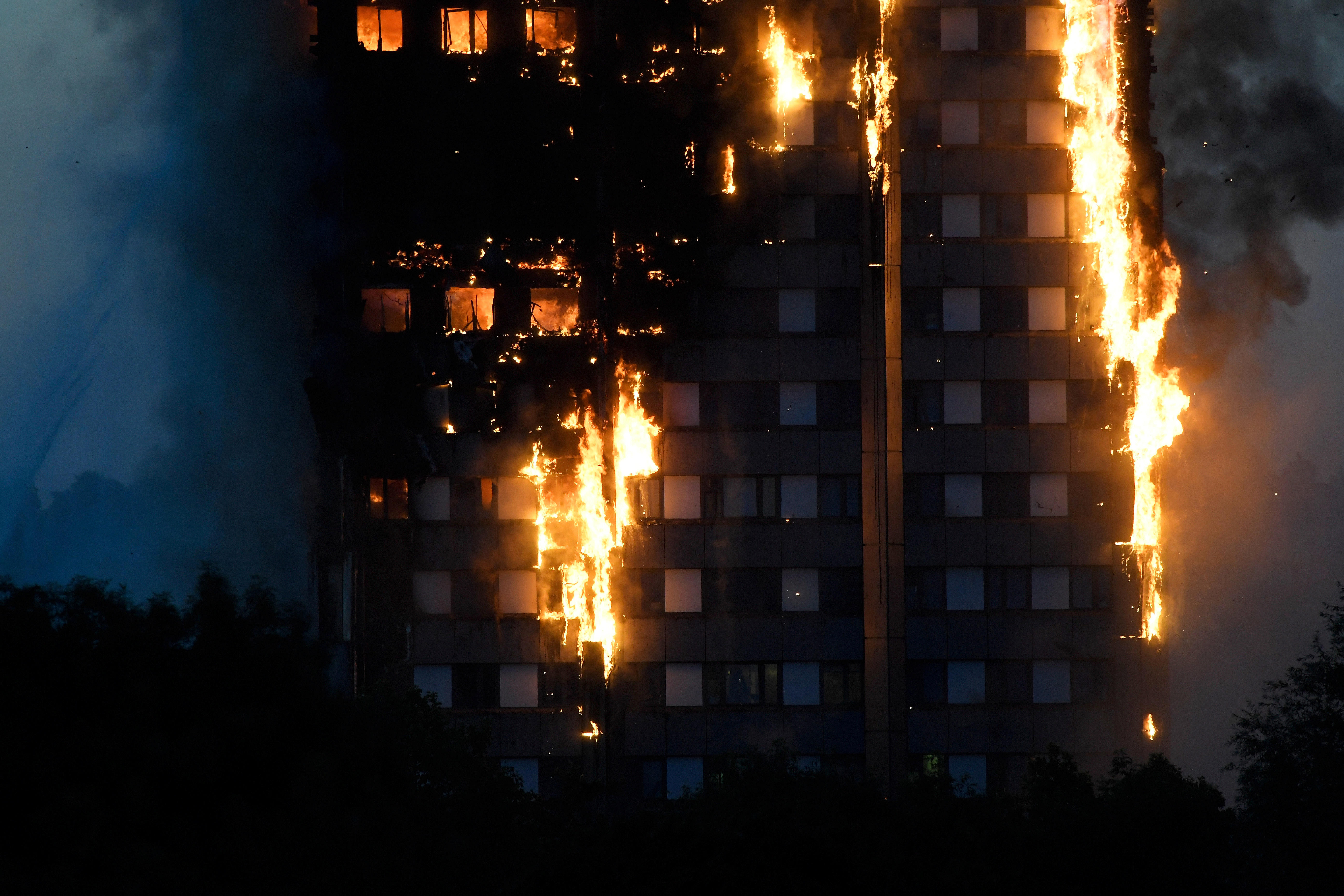 London fire - Fire in London high-rise - Pictures - CBS News