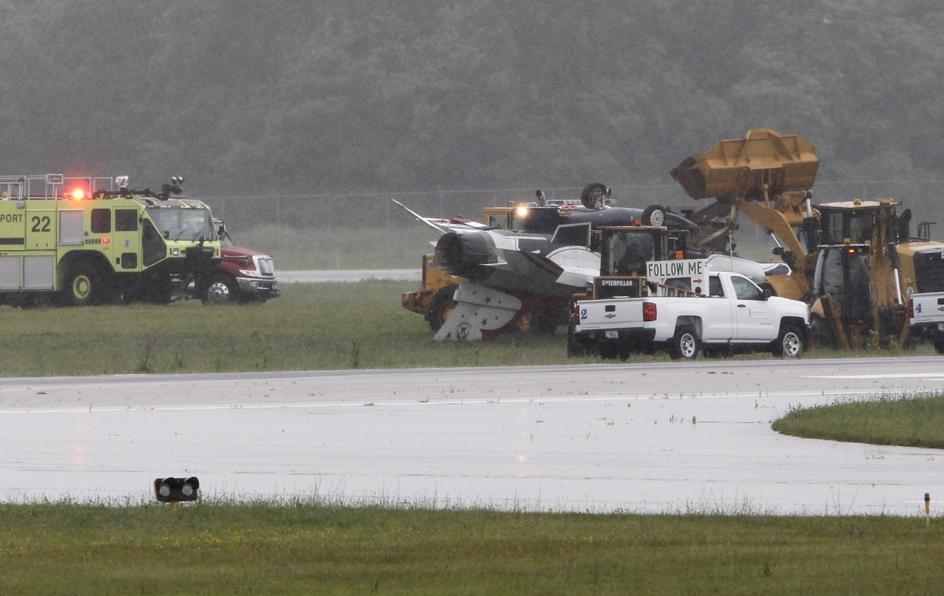 Fighter jet crashes, overturns at Ohio airport