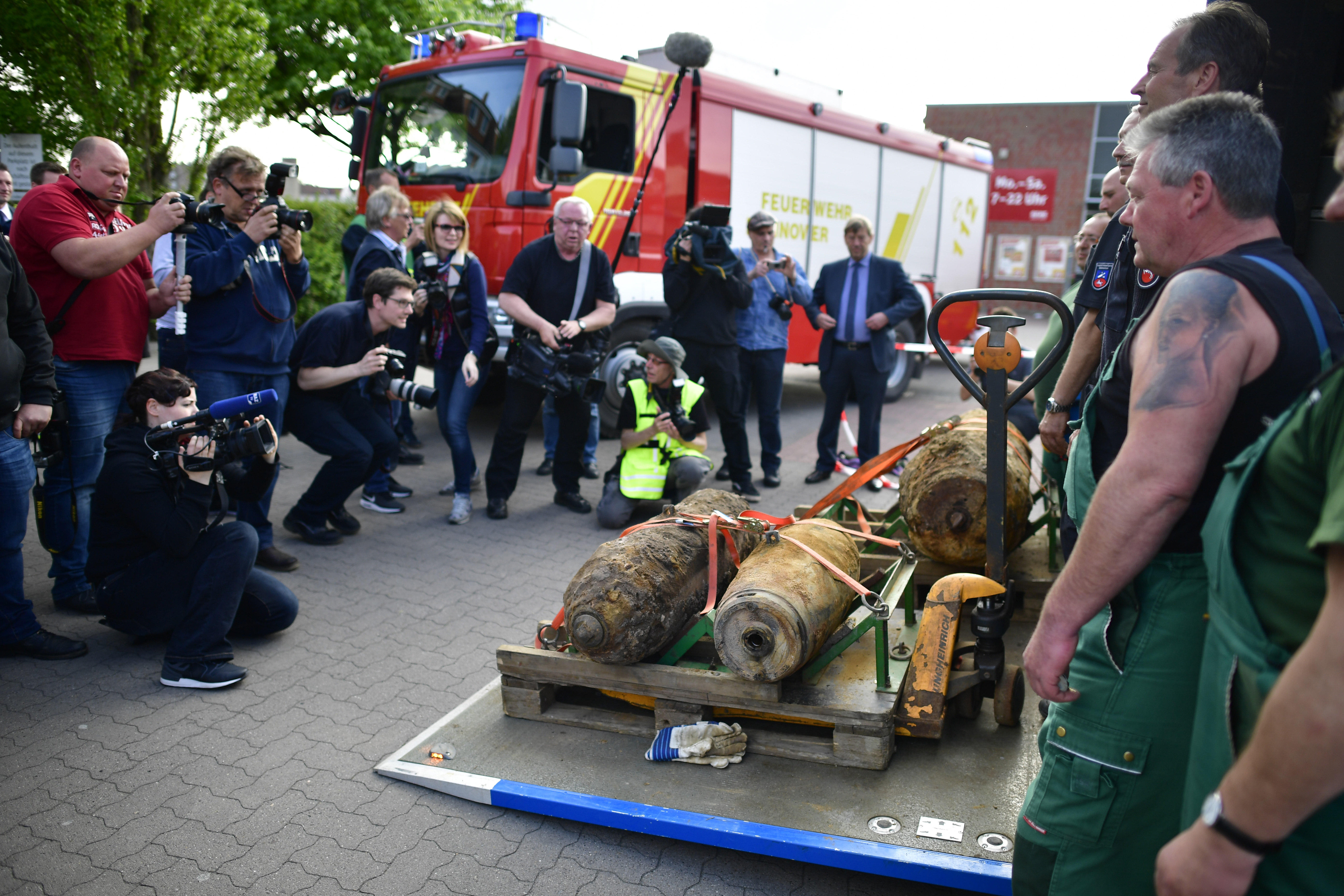 WWII bomb forcing prison evacuation in Regensburg, Germany - CBS News