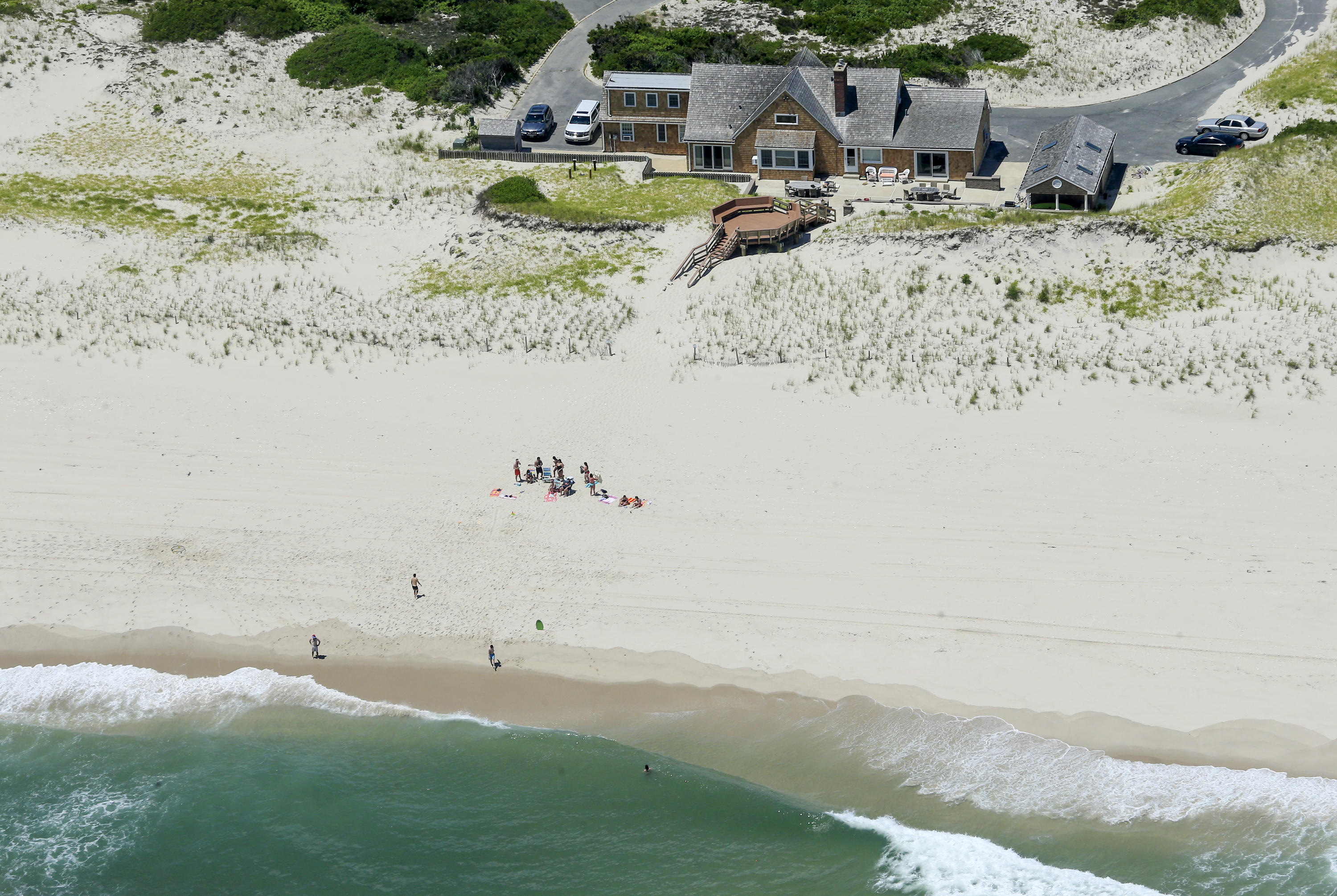2cadd5732abfdc New Jersey Gov. Chris Christie defended himself following criticism for  spending time on the beach while the public couldn t access state beaches  over the ...