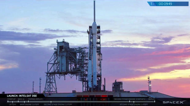 Last-second glitch grounds SpaceX rocket launch - CBS News
