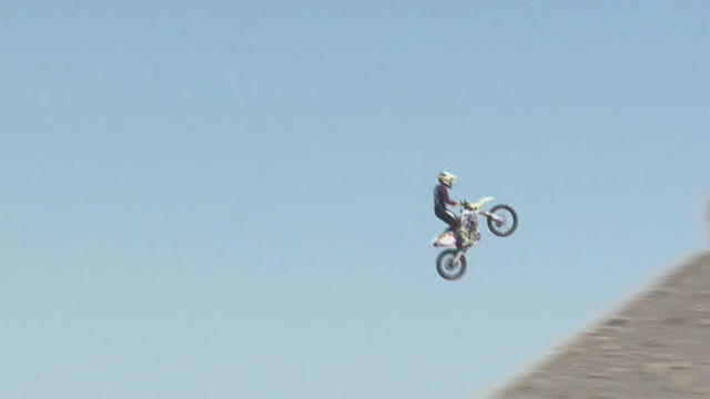 Daredevil dies attempting world-record motorcycle jump