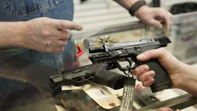 Federal court voids ruling on minimum age requirements for buying guns